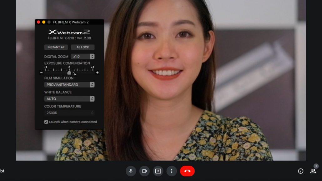 可以用 X Webcam 程式調整曝光補償跟自動對焦,也可以選擇你喜歡的軟片模擬模式